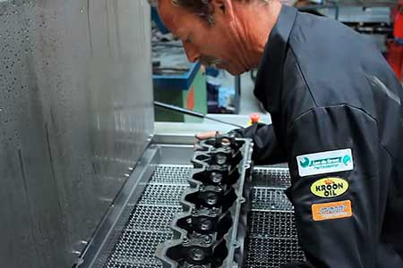 Cylinder head cleaning